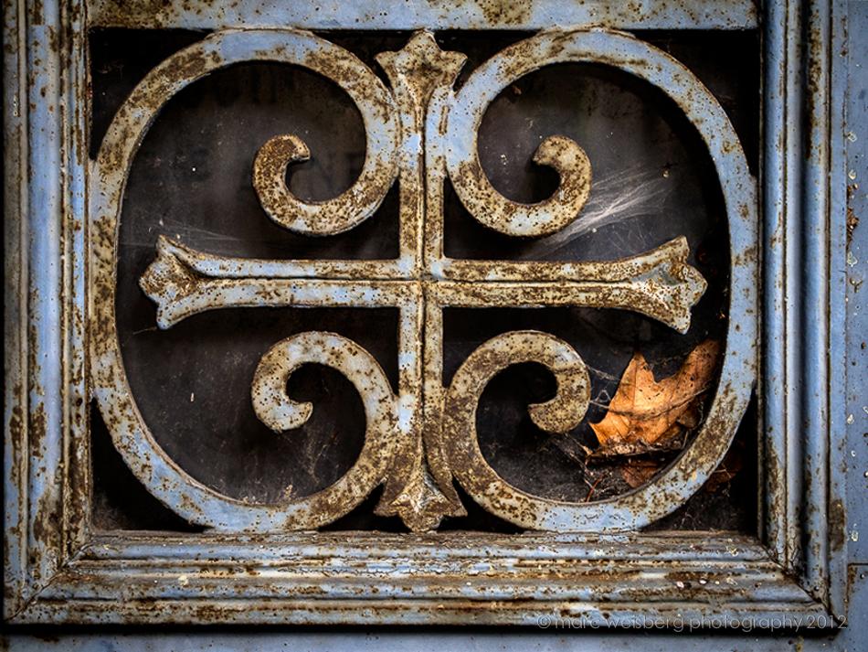 iron work, tomb door exterior, pere lachaise cemetery, paris, pictures